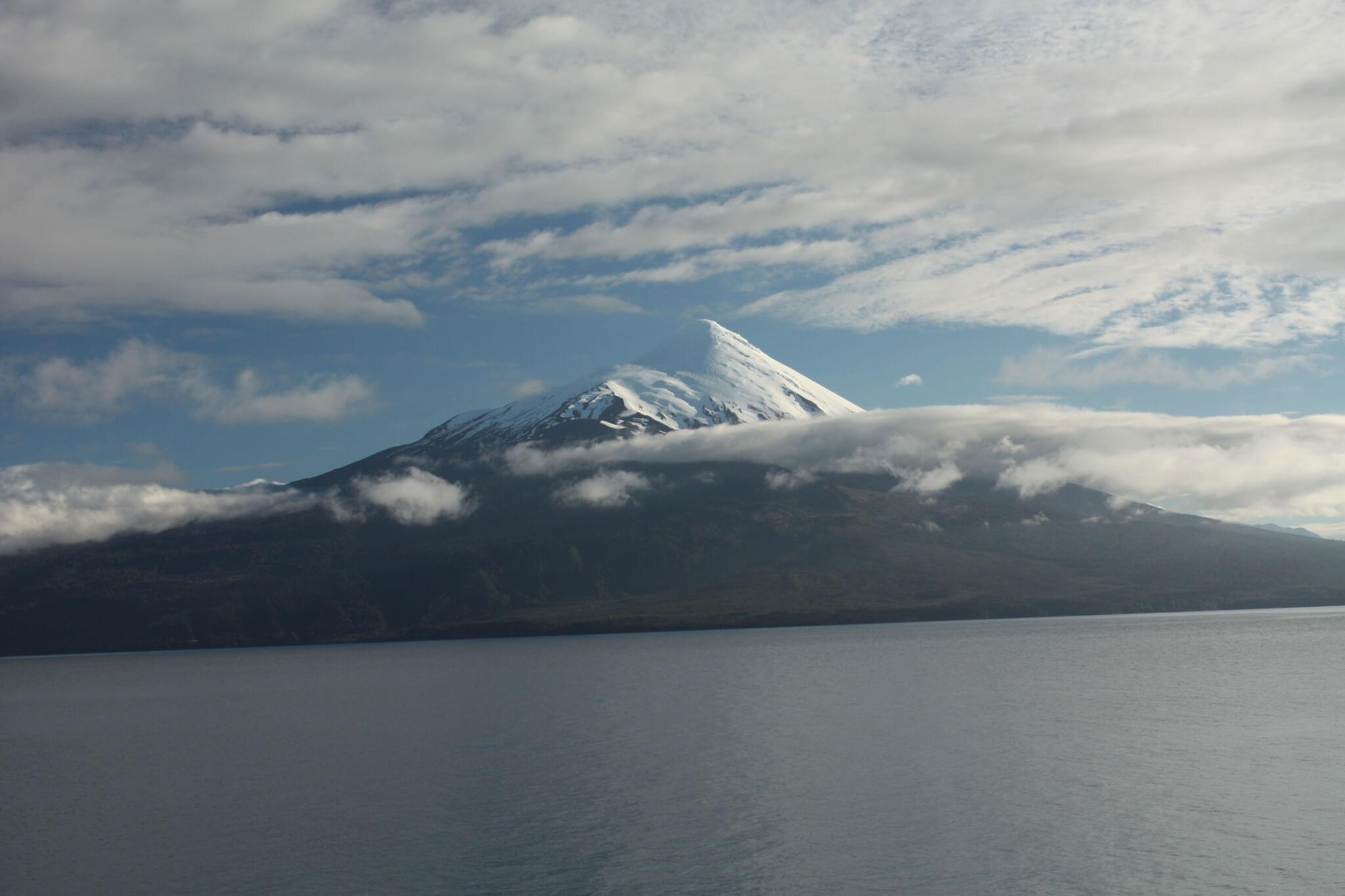 Vulcono Osorno, Petrohué