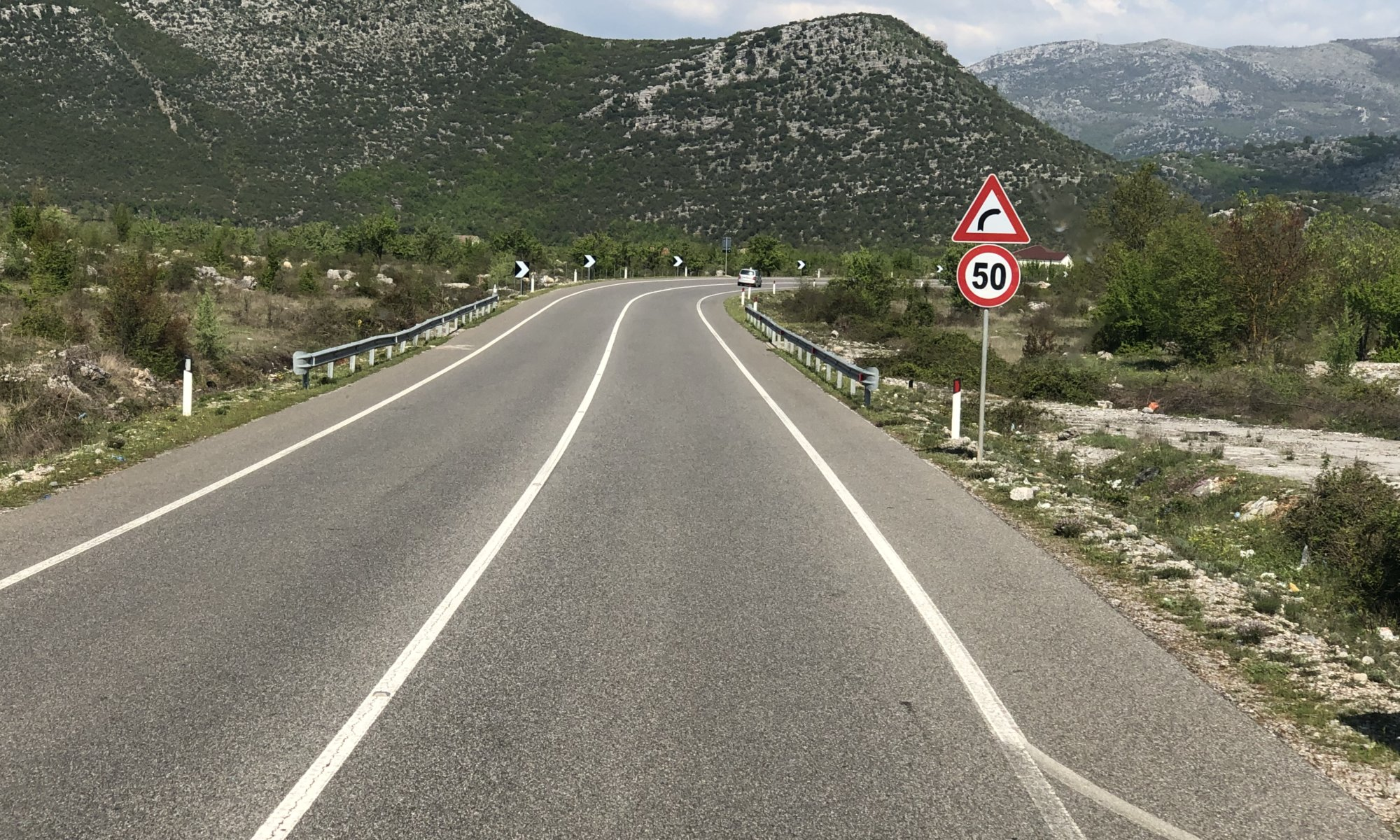 Bus transfer Albania-Montenegro