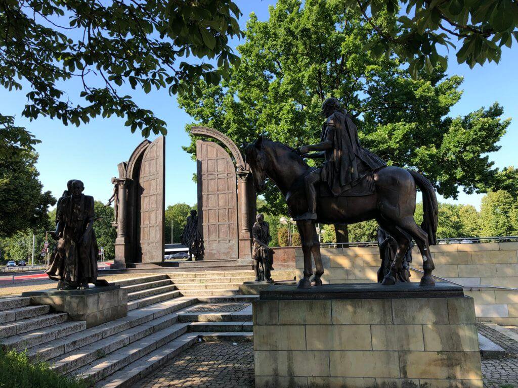 Göttinger-Sieben-Denkmal, Hannover